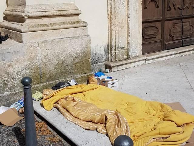Un dormitorio davanti alla chiesa di Araceli