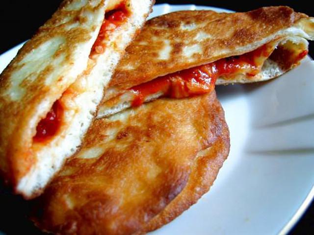 Cibo insieme a detersivi e sporcizia: chiusa nota pizzeria a Roma