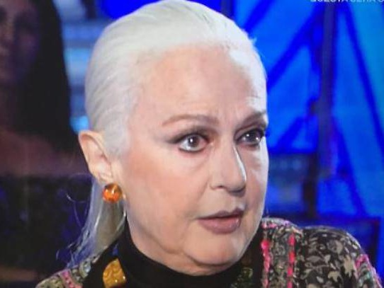 Loretta Goggi, chi è: carriera, età, vita privata della cantante e imitatrice