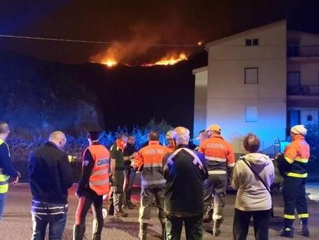 Sardegna, incendio nel resort di Arborea: 40 evacuati