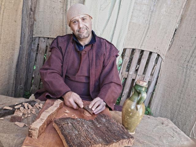 Castelvetrano,Villaggio di Betlemme: sugheraio artigiano,antichi mestieri che scompaiono