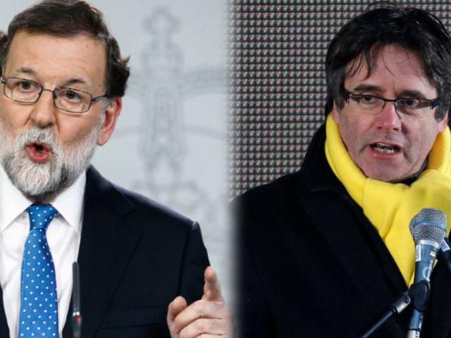 """Puigdemont """"cerca"""" Rajoy, che rifiuta l'incontro: """"Con lui non parlo"""""""