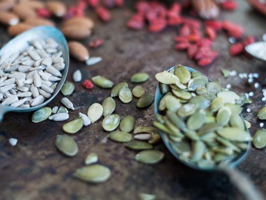 Mangiare frutta secca e semi dimezza il rischio di morte