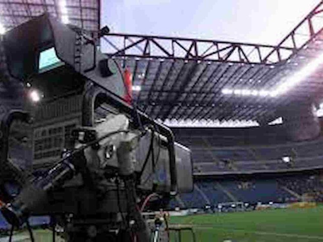 Serie A di calcio in tv, il futuro è lo streaming: Tim in squadra con Dazn, tutte le partite di campionato in un unico pacchetto