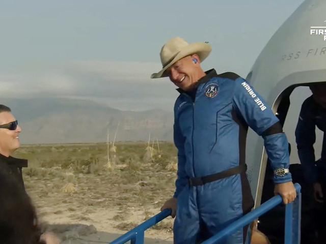 Il primo viaggio di Bezos nello spazio è stato un successo