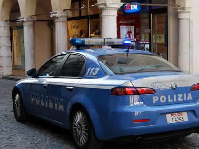 Ventenne espulso: prima di essere rimpatriato si scaglia contro i poliziotti