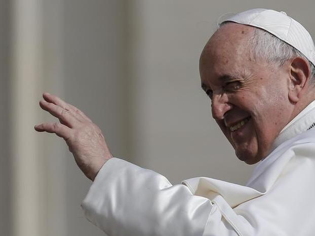 Angelus in ritardo,il Papa: ' Ero chiuso in ascensore'