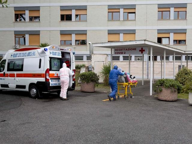 """Allarme dei medici d'urgenza: """"Pronto soccorso presi d'assalto da persone con sintomi da coronavirus"""""""