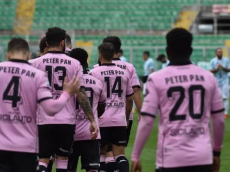 """Palermo Calcio, le maglie """"Peter Pan"""" all'asta per sostenere la ricostruzione dell'asilo"""