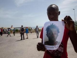 Migrante ucciso in Calabria, è scontro tra i partiti Il vescovo: «Forse un messaggio a questi ragazzi»