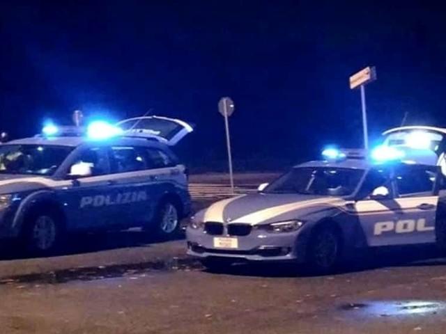 Rubano auto, ma sulla strada del ritorno trovano la polizia: occupanti scendono e scappano