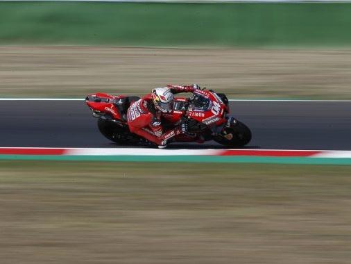 Andrea Dovizioso si cimenta nel motocross e nel rally, dopo l'ultima gara in MotoGP