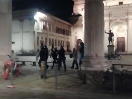 Milano: interviene la polizia per placare una rissa in zona Ticinese