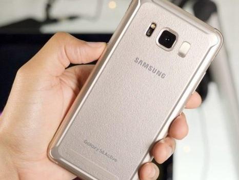 Tra la nuova scansione WiFi e le faccine suggerite ai Samsung Galaxy con Android 10: le ultime novità