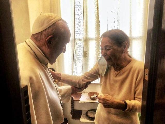 La poetessa tornata da Auschwitz: «Ho pianto vedendo il Papa. Mi ha detto: siamo fratelli»