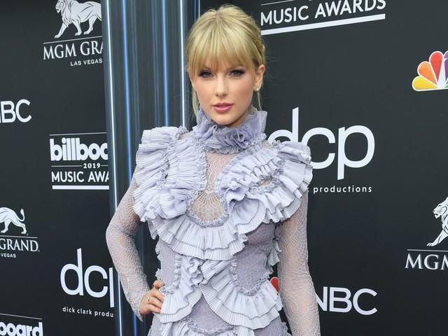 "Taylor Swift: esce oggi il nuovo singolo ""Christmas Tree Farm"""
