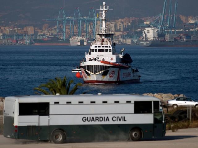 I pm sequestrano la Open Arms e fanno sbarcare tutti i migranti