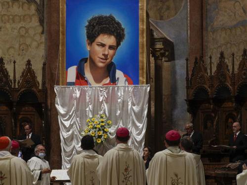 Beatificato Acutis, primo santo dei millennials: la Chiesa potrebbe proclamarlo patrono di Internet