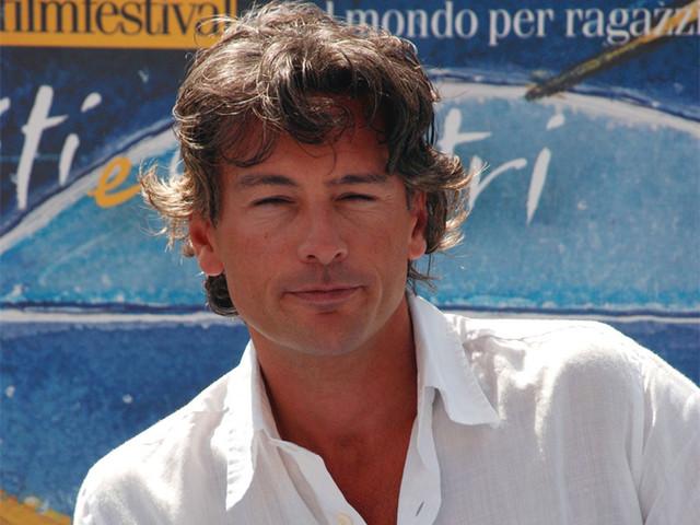 Biografia di Roberto Farnesi
