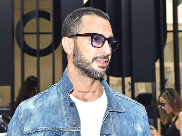 Fabrizio Corona, la maglietta con l'autocertificazione scatena le polemiche