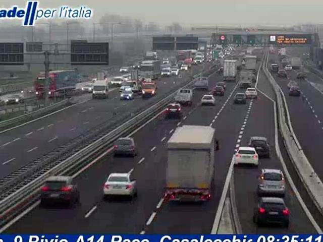 Incidente in A14, scontro tra camion: autostrada riaperta