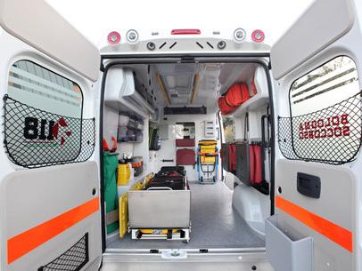 Furgone contro un tir sull'A22 a Rovereto nord: autista miracolato