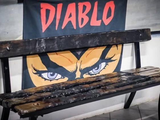 La Curva Nord della Lazio si 'appropria' della panchina su cui è stato ucciso Diabolik