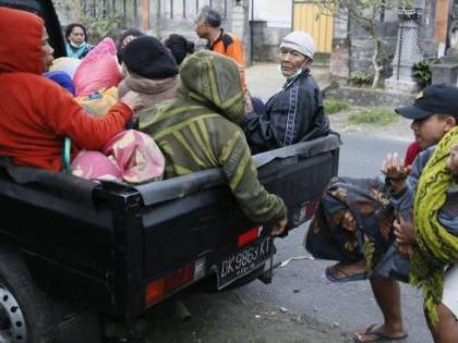 Bali, ansia per il vulcano: 30mila evacuati