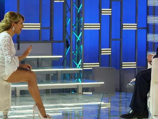 Berlusconi ospite a Pomeriggio Cinque se la prende con i sostenitori dell'attuale Governo