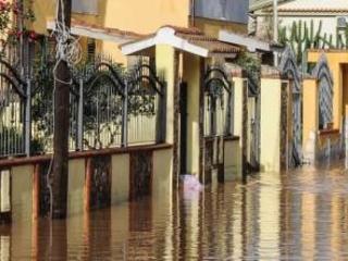 Un'ondata di fango travolge la Sardegna: tre morti e dispersi