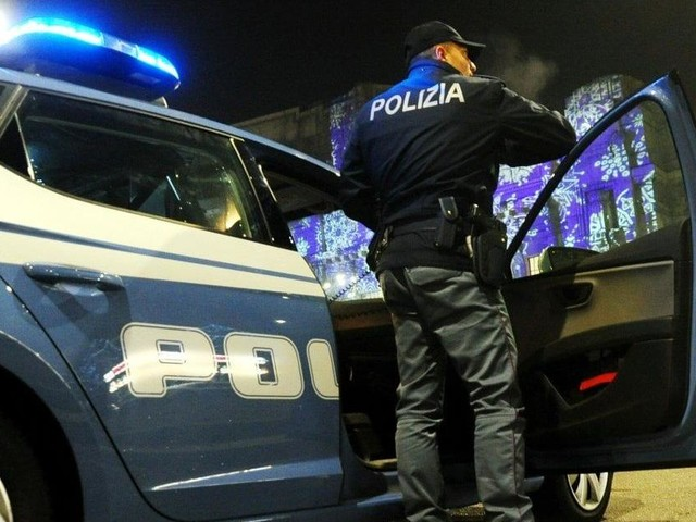 Milano, ergastolano in permesso premio accoltella alla gola un anziano per rapinarlo