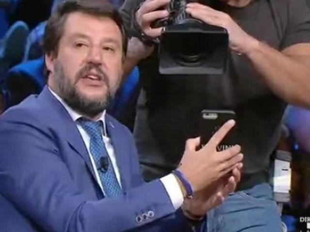 La foto mostrata da Salvini e la vera storia dell'agente ferito all'orecchio