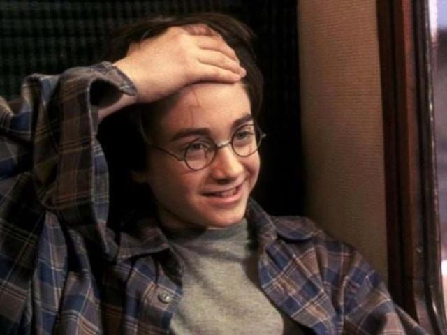 """Harry Potter: una teoria dei fan """"rivisita"""" la famosa cicatrice a forma di saetta"""
