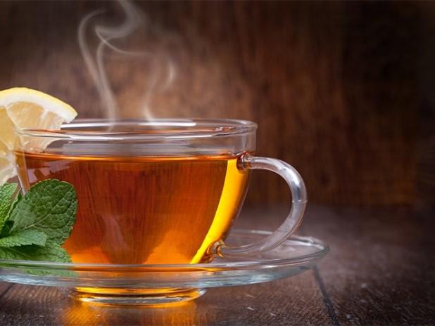 Perché bere un tè caldo quando fa caldo