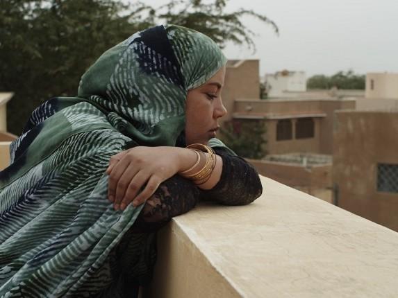 Un'italiana ha girato un film sull'alimentazione forzata per trovare marito
