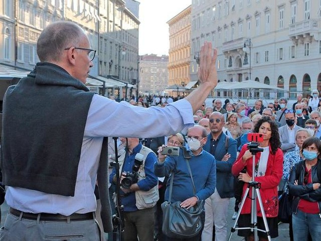 Letta a Trieste, dalla periferia al centro insieme a Russo: «Lui è il futuro, Dipiazza il passato»