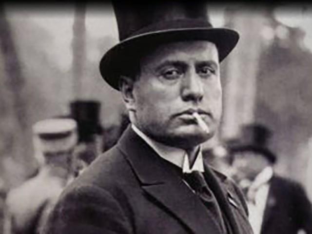 """Forza Nuova diffonde un manifesto con Benito Mussolini: """"Le radici profonde non gelano mai"""""""