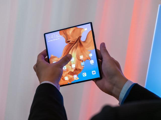 La versione finale di Huawei Mate X potrebbe essere più leggera del previsto