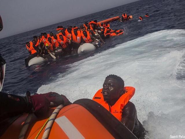 """Open Arms, Sindaco Lampedusa: """"Aiuto in mare non può essere negato""""   6 paesi Ue pronti ad accogliere"""