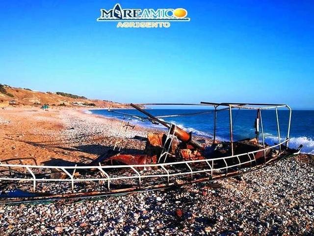 Migranti: Mareamico, 'incendiata per gioco barca lasciata a marcire sotto il sole'