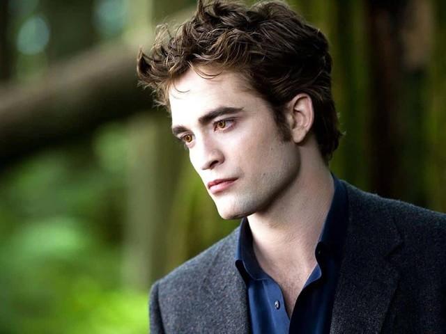 """Robert Pattinson spiega perché Twilight è un film """"strano"""""""