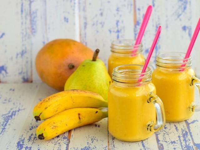 Frappè agli agrumi: la ricetta con banane, pere, miele e vaniglia