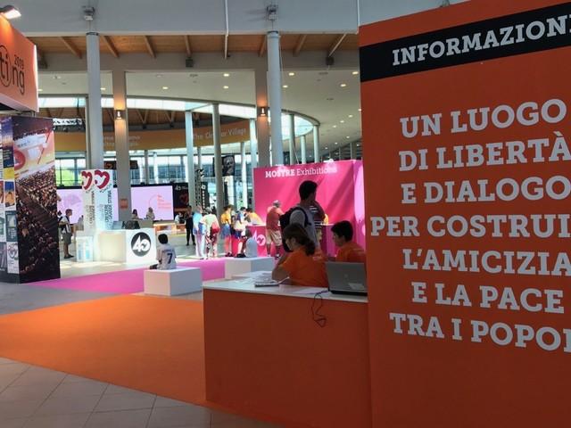 Meeting di Rimini. Card. Bassetti ai giovani: ogni vocazione è una chiamata d'amore