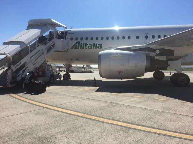 Alitalia sciopera: voli cancellati, caos passeggeri