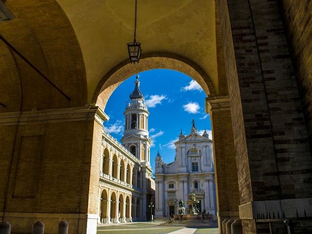 """Madonna di Loreto, si celebra oggi la casa """"venuta in volo"""" da Nazareth"""