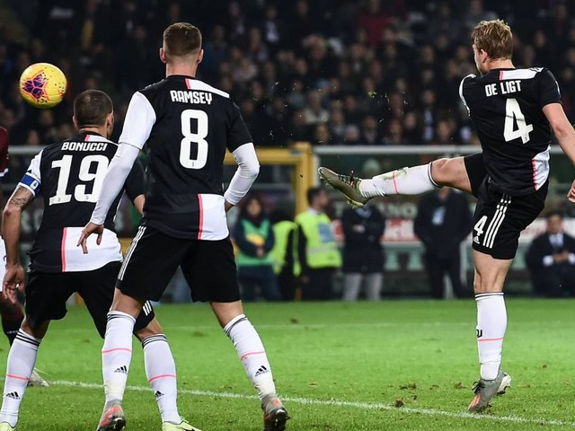 Il derby di Torino lo decide De Ligt, Juventus di nuovo in testa alla classifica