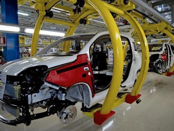 Produzione: ad aprile crolla l'auto, arretra tutta l'industria