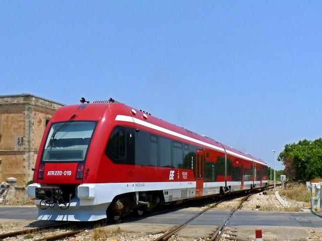 Lecce, ragazzo travolto da un treno a Maglie: è vivo ma ha perso una mano