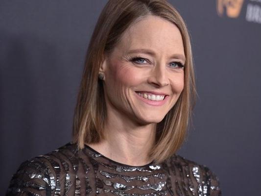 Jodie Foster regista, produttrice e star del remake di Woman at War