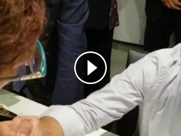 """Puglia, dirigente locale del Pd restituisce la tessera a Renzi: """"Quando farai rispettare le regole verrò a riprenderla"""""""